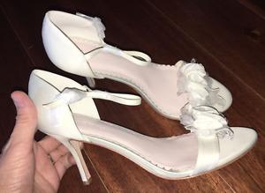 Melissa Sweet Bridal Ivory Peep Toe Pump 3D Floral Size 8 8.5 9 9.5 10 12 NIB