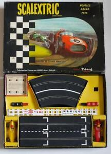 FRENCH TRIANG  SCALEXTRIC SET (GPI)  MODELES GRAND PRIX (BOXED)  C1960