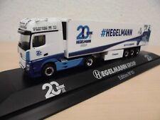 """Herpa 1:87 - MB Actros `11 GiSp KüKoSZ """"20 Jahre Hegelmann"""" - PC-Modell"""