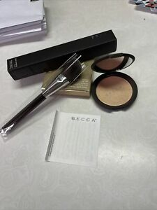 BECCA Shimmering Skin Perfector Pressed Highlighter CHAMPAGNE POP 8g AUTHENTIC