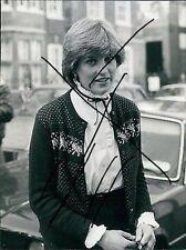 PRINCESS LADY DIANA SPENCER GOES SHOPPING LONDON DECEMBER 1980 Press Photo