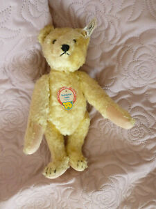 Beautiful Steiff bear with all of his tags. 1948 replica. Limited edition.