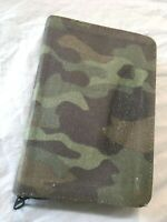 NEW LIVING TRANSLATION NLT Compact BIBLE Camo zip cover 7 x 4-1/2 in EUC Tyndale
