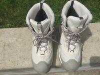 Columbia Womens  Omni-Heat  Waterproof Boots Size 8