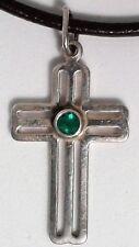 Cruz de plata de ley 925 con esmeralda natural