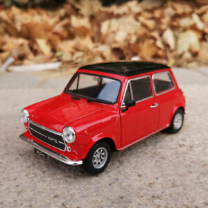 WELLY 1:24 Diecast Alloy Car Model For MINI Cooper 1300 Static Display Girl Gift