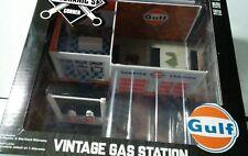 Greenlight Collectibles Mechanic's Corner GULF Vintage Gas Station 1/64 Diorama