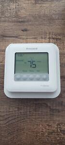 Honeywell T4 Pro Programmable Thermostat - TH4110U2005/U