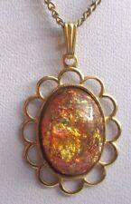 pendentif couleur or chaîne bijou rétro ajouré cabochon résine opale irisé 3073