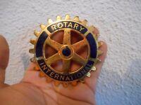 Ancien Vintage Badge Insigne émaillé Rotary International Augis Calandre Auto