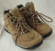 NEW BALANCE WW977GT Hiking Boots sz 6 B  Lt. Brown Leather Gore-Tex Trail Shoes