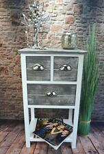 Möbel im Landhaus-Stil aus Holz