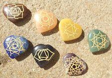 Set De 7 en forma de corazón Chakra Piedras ~ Grabado Con Los 7 Chakras símbolos