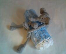 Couverture berceau bleue et éléphant réalisés au crochet