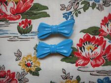 Two pretty vintage 50's kitsch plastic novelty bow hair clips/slides - blue