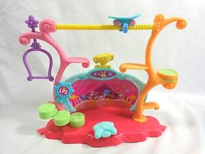 Littlest Pet Shop TRICKS AND TALENT SHOW STAGE 2006 LPS Playset