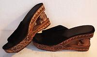 Zoccoli in legno intarsiato e fascia in pelle scamosciata nera - anni 90 - n. 38