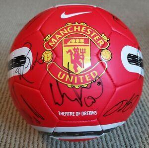2011 MANCHESTER UNITED FC TEAM SIGNED SOCCER BALL WAYNE ROONEY GIGGS EVRA VIDIC