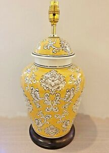 HAND PAINTED YELLOW & WHITE ORIENTAL PORCELAIN TABLE LAMP JC10543