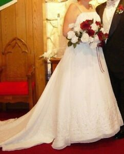 Wedding Dress David's Bridal Satin with Beaded tulle overlay, train Size 16w