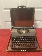Vintage 1950's Underwood Leader Portable Typewriter W/Hard Case- Typewriter