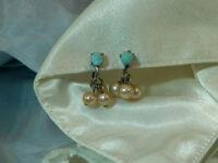 Pretty Vintage 50's Blue Lucite Faux Pearl Screw Back Dangle Earrings  5D7