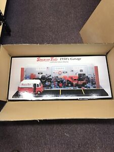 Snap On Fabulous 50's Diorama 1:24. RARE & NEW. *cars not included