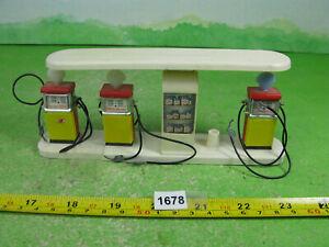 vintage britains plastic garage pumps collectable models 1678