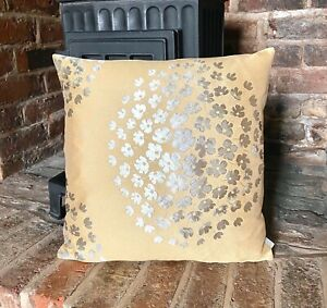 760. Gold Flowers Jacquard Cushion Cover Various sizes