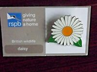 RSPB GNaH daisy Metal Pin Badge on Card NOC