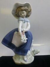 Lladro Pretty Pickings Porcelain Figurine # 5222