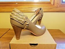 NIB Be&D New York Patent Leather Heels Pump Shoes - Taupe w gold chains EU 39.5