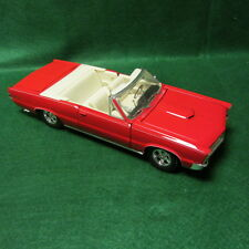 Maisto 1/18 Scale 1965 Pontiac GTO, Hurst Edition Convertible Red/White