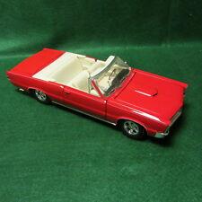 Maisto 1/18 Scale 1965 Pontiac GTO, Hurst Edition Convertible Red/White