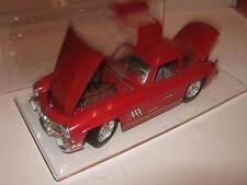 "1:18 Mercedes Benz 300SL ""GULLWINGS"" red Burago in showcase TOP"