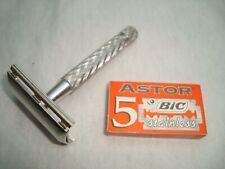 Vintage Gillette Tech 1970 3-piece safety razor aluminum handle #237