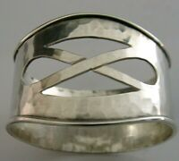 SUBERB ENGLISH SOLID STERLING SILVER NAPKIN RING 1975 ARTS & CRAFTS PLANNISHED