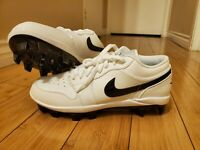 NIKE JORDAN 1 RETRO MCS LOW BASEBALL CLEATS WHITE BLACK CJ8524-100 Men's SZ 9.5