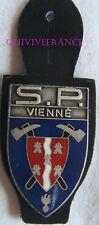 IN8884 - INSIGNE SAPEURS POMPIERS VIENNE, Département, bande blanche