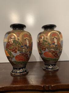 Coppia di Vasi Giapponesi in Porcellana dipinti a mano