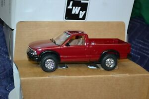 AMT/ERTL 1995 Chevrolet S-10 4x4 Promo Model - 6189 - Cherry Red Metallic