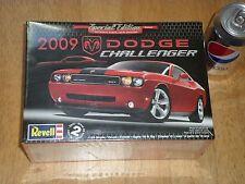 2009 DODGE CHALLENGER-- SRT8, MUSCLE CAR Plastic Model Kit, Scale 1/25
