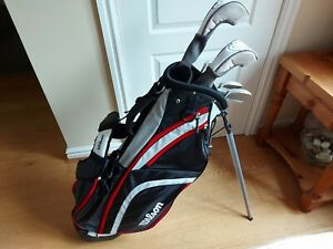 New Ladies Wilson X31 starter golf set. 6 clubs and golf bag with a stand.