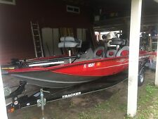 2015 Tracker Pro Team 175 TXW   Less than 50 hours