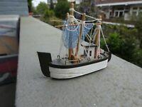 Miniatura barco holandés artesano. Hand made miniature dutch fishing ship