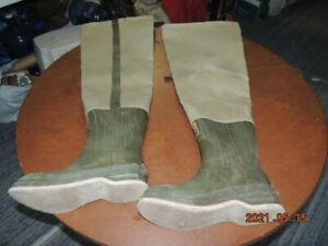 Hodgman 3 Ply model W211KHA Canvas & Rubber Hip Boots Size 10 Waterproof