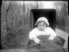 Enfant bébé dans son landau -  négatif photo verre photo - an. 1910 20