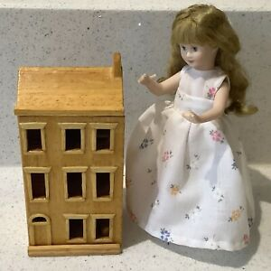 Dolls house miniature 1:12 wooden dolls house
