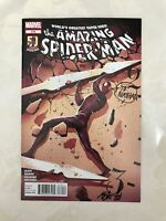 Amazing Spider-Man (1998 2nd Series) #679 signed by Mike Del Mundo VF Very Fine