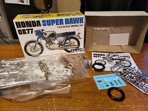 MPC HONDA SUPER HAWK CB77 MOTORCYCLE 1:16 SCALE MODEL KIT NEW 898